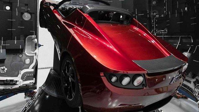 Ілон Маск показав автомобіль Tesla, який полетить на Марс