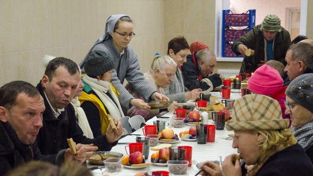 У притулку для безхатченків у Львові провели передріздвяну вечерю