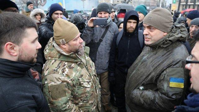 На Майдані сталась сутичка між радником президента Бірюковим і бійцями «Азову»