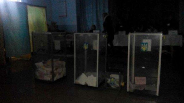 На одній з дільниць на виборах до Кам'янка-Бузької ОТГ раптово зникло світло
