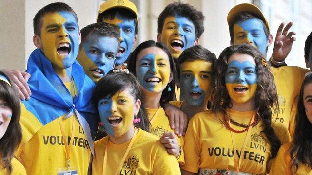 Молодь в Україні найбільше боїться корупції та війни, – опитування