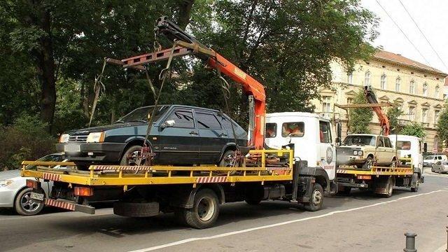 У Львові впродовж вихідних на арештмайданчик було евакуйовано 11 автомобілів