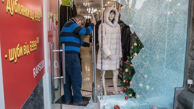 Невідомі вкрали 33 шуби з магазину верхнього одягу в Києві