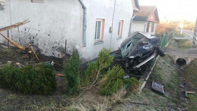 У Шегинях водій не впорався з керуванням і в'їхав у паркан приватного будинку