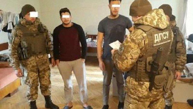 Львівські прикордонники затримали марокканців і суданця, які хотіли потрапити до ЄС