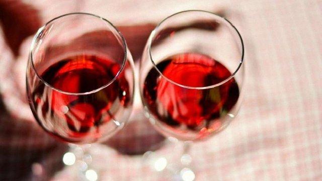 Українці стали пити більше вина і пива, але менше горілки
