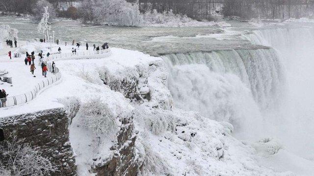 Через сильне похолодання у США замерз Ніагарський водоспад
