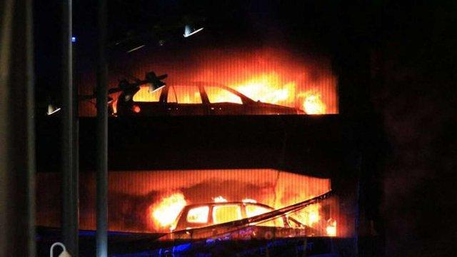 У Ліверпулі згоріла багаторівнева парковка з 1,4 тис. автомобілів