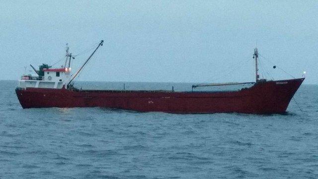 У Чорному морі прикордонники пострілами зупиняли іноземне судно з великою партією контрабанди