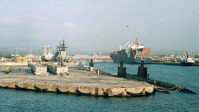 10 українських моряків заблоковані у Сирії через борги судновласника
