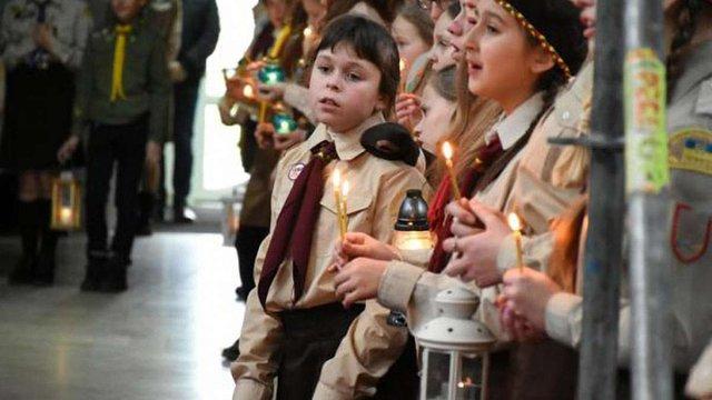 Пластуни Львівщини вперше разом запалили «Різдвяну свічечку»