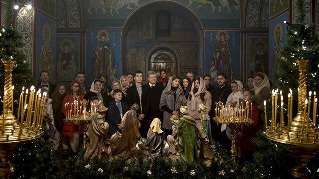 Президент України у різдвяному привітанні закликав помолитись за захисників держави
