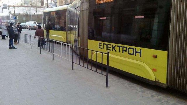 У Львові зійшов з рейок найбільший трамвай