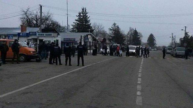 Протестувальники перекрили дорогу до пункту пропуску «Краковець–Корчова»