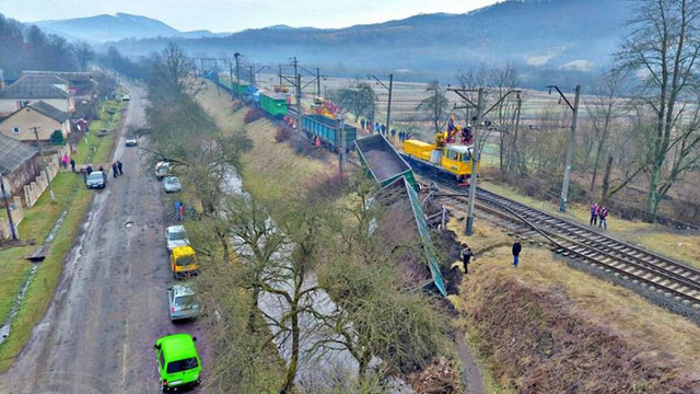 У Закарпатській області з рейок зійшов вантажний поїзд