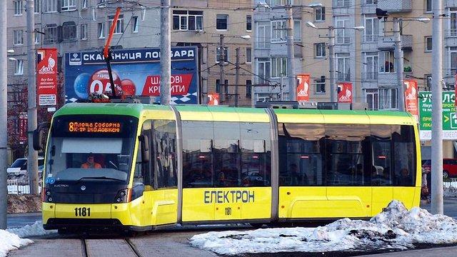 Написи «Електрон» на львівському транспорті визнали рекламою