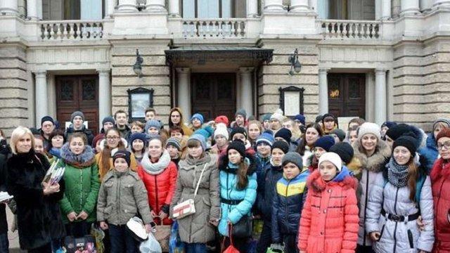 Львів'яни подарували дітям із Донеччини 300 україномовних книг
