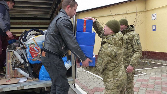 Польські волонтери передали подарунки для понад 2 тис. дітей учасників АТО