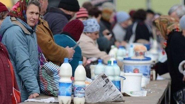 Україна відтермінувала заборону на закупівлю домашнього молока в селян