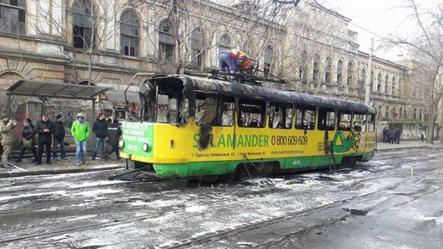 У центрі Одеси згорів трамвай, є постраждалі