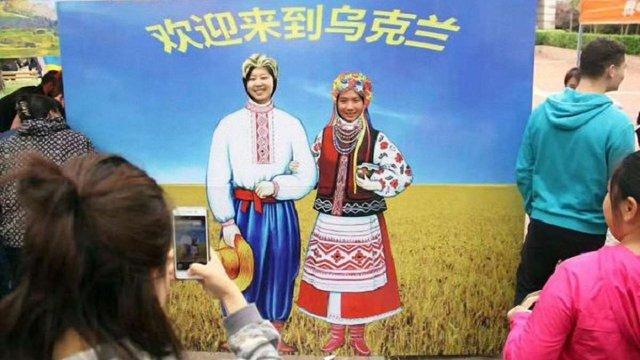 У Китаї відкрили кілька нових візових центрів України