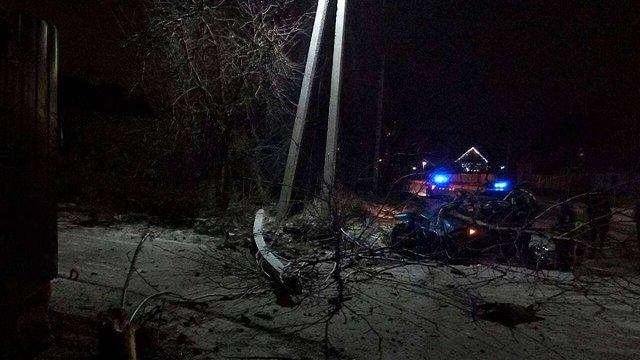 У Борисполі п'яна жінка за кермом знесла стовп і дерево, тікаючи від поліції
