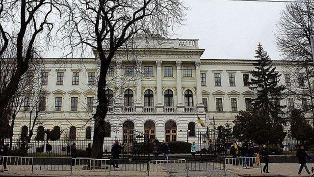 Затриманого на хабарі доцента «Львівської політехніки» зобов'язали носити електронний браслет