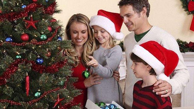 Українці дедалі менше вітають одне одного на Різдво та Новий рік телефоном