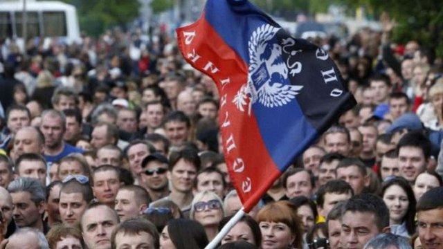 Ватажки «ДНР» заборонили бюджетникам виїжджати з окупованого Донбасу