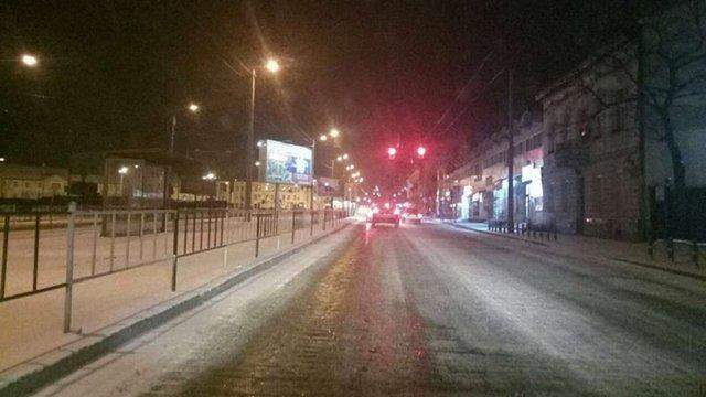 Зранку вулиці Львова очищають 77 снігоприбиральних машин