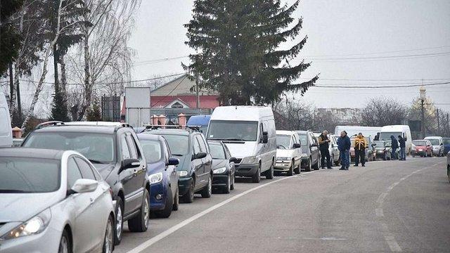 На Львівщині військові пенсіонери перекрили дороги до кордону
