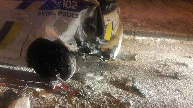Невідомий таранив поліцейське авто у Львові, постраждали двоє патрульних