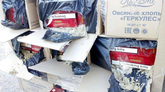 Закарпатські митники пропустили 450 ящиків сигарет замаскованих під пачки вівсяних пластівців