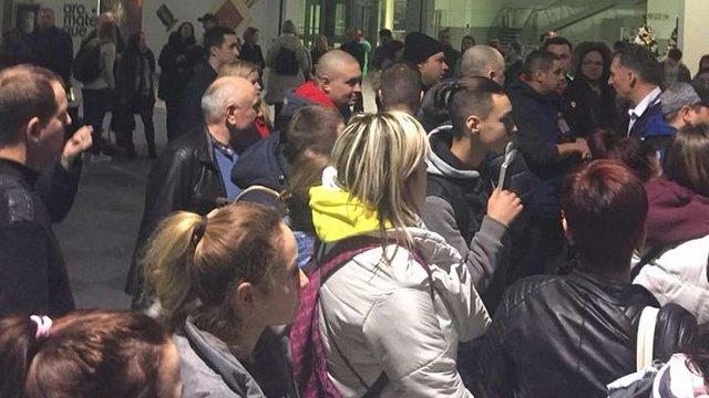 В аеропорту Львова на 12 годин затримали літак до Шарм-Ель-Шейху