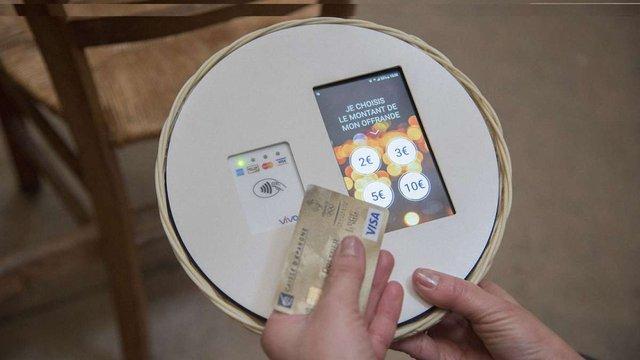 У паризькій церкві почали збирати пожертви з допомогою  безконтактних банківських карток