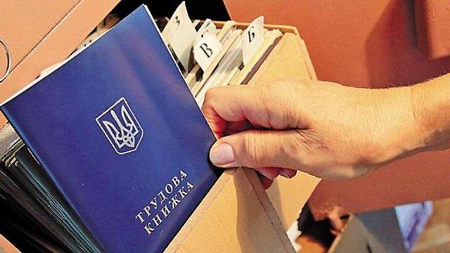 Літні українці без права на пенсію отримуватимуть соцдопомоги