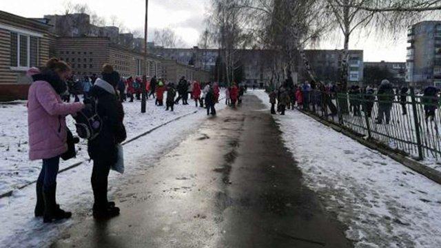 У Червонограді троє учнів потрапили до лікарні через розпилення газового балончика