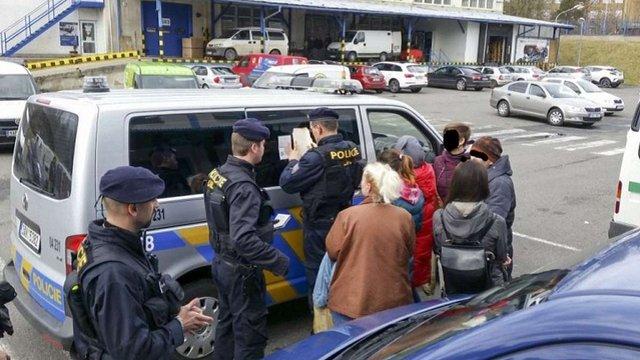 Понад 1 тис. українців вислала Чехія через недійсні дозволи на роботу