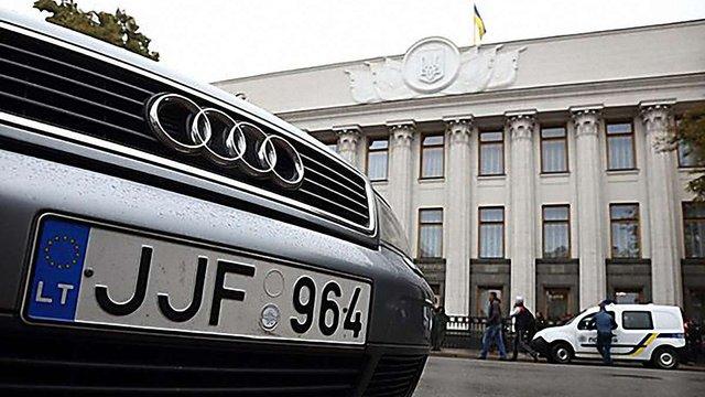 Гройсман допустив зміну ввізних ставок для власників авто з єврономерами