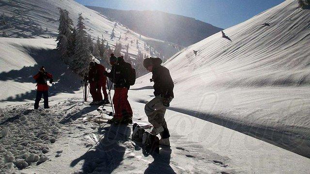 На Драгобраті сноубордист дивом врятувався від снігової лавини