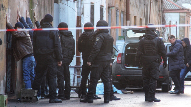 Троє поліцейських поранені під час стрілянини в Одесі. Нападника застрелили