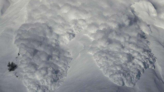 Групу київських туристів накрила лавина у Карпатах. Всі живі