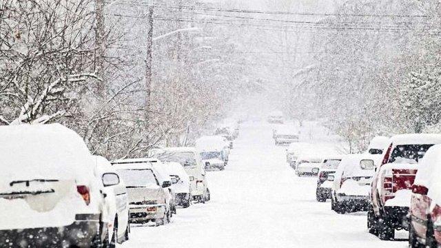 У понеділок cиноптики прогнозують в Україні сніг, ожеледицю та різкі пориви вітру