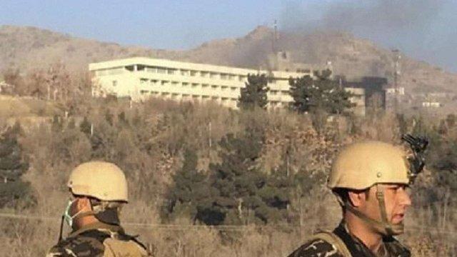 ЗМІ опублікували відео, як люди рятувалися з готелю Intercontinental в Кабулі
