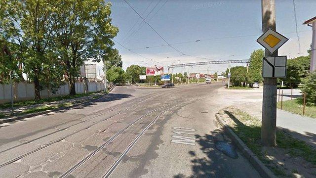 Працівника  «Львівелектротрансу» оштрафували через яму на дорозі
