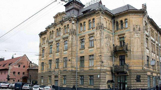 У Львові за ₴2,34 млн відреставрують вікна у пам'ятці сецесійної архітектури