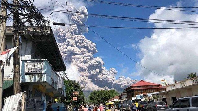 На Філіппінах почалося виверження вулкана Майон