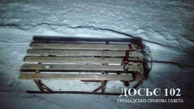 На Тернопільщині дівчина загинула під час катання на прив'язаних до автомобіля дитячих санках