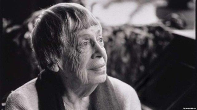 У США померла знаменита авторка фентезі Урсула Ле Гуїн