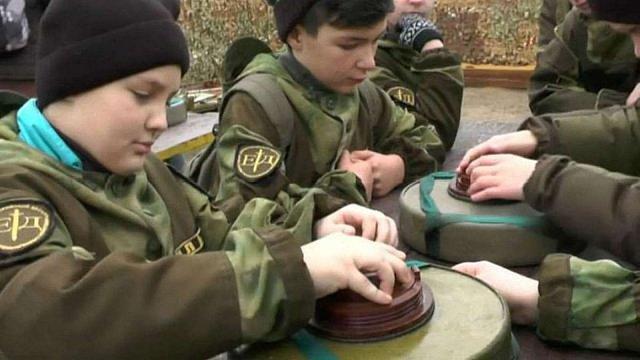 Euronews додав згадку про нелегальну анексію Криму в своєму сюжеті про військові навчання дітей